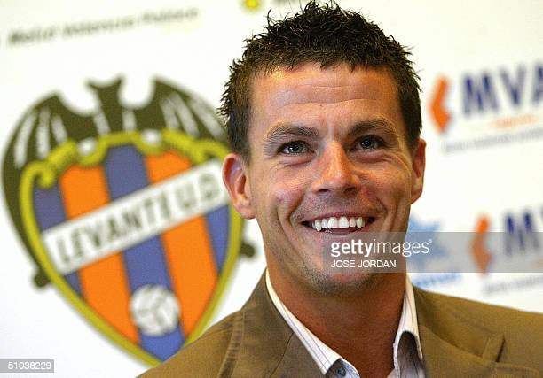 Levante's new player Irish Ian Harte attends a press conference during his presentation at the Valencia Palace Hotel in Valencia 09 July 2004...