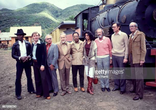 LeVar Burton Richard Thomas David L Wolper Alex Haley Olivia Cole Henry Fonda and some other cast and crew members of Roots at a photo call in...