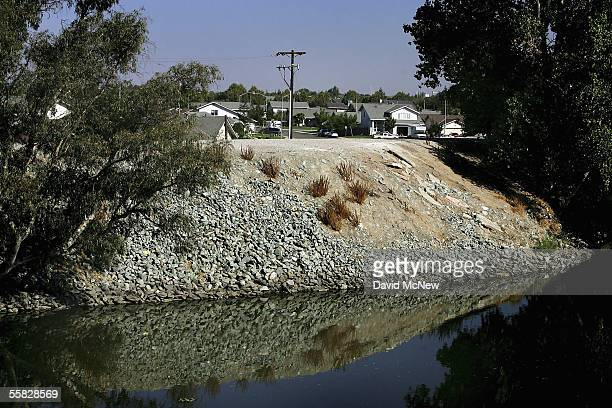 Levee holds back the higher waters of the Sacramento-San Joaquin River Delta from inundating a neighborhood on September 29, 2005 in Stockton,...