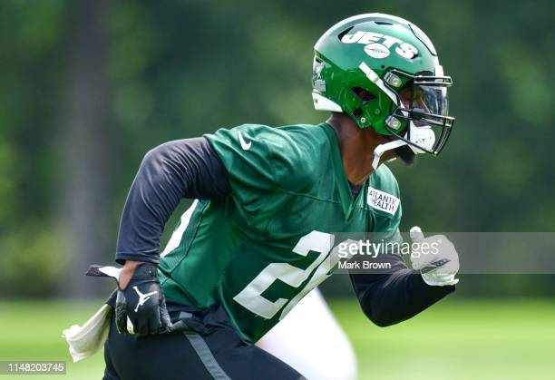 LeVeon Bell of the New York Jets performs drills during day two of mandatory minicamp at the Atlantic Health Jets Training Center on June 5, 2019 in...