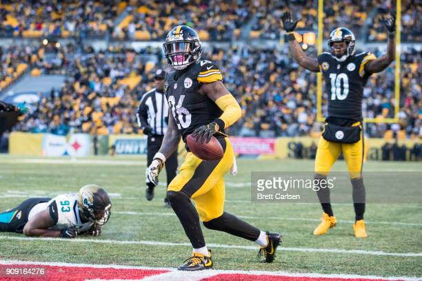 Le'Veon Bell of the Pittsburgh Steelers and Martavis Bryant celebrate a touchdown scored during the second half of the AFC Divisional Playoff game...