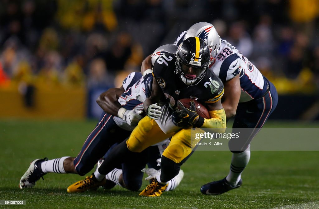 Le'Veon Bell #26 of the Pittsburgh Steelers carries the ball against Trey Flowers #98 of the New England Patriots in the second quarter during the game at Heinz Field on December 17, 2017 in Pittsburgh, Pennsylvania.