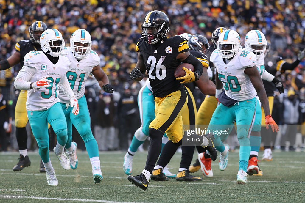 Le'Veon Bell #26 of the Pittsburgh Steelers carries the ball into the end zone for a touchdown during the third quarter against the Miami Dolphins in the AFC Wild Card game at Heinz Field on January 8, 2017 in Pittsburgh, Pennsylvania.