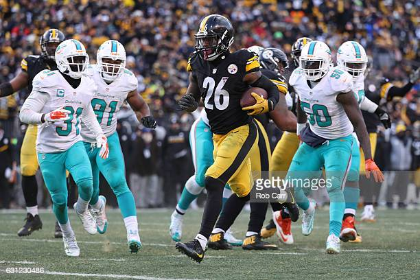 Le'Veon Bell of the Pittsburgh Steelers carries the ball into the end zone for a touchdown during the third quarter against the Miami Dolphins in the...