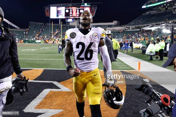 Le'Veon Bell of the Pittsburgh Steelers celebrates after defeating the Cincinnati Bengals at Paul Brown Stadium on December 4 2017 in Cincinnati Ohio