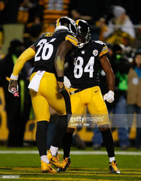 Le'Veon Bell of the Pittsburgh Steelers celebrates with Antonio Brown after a 20 yard touchdown reception in the first quarter during the game...