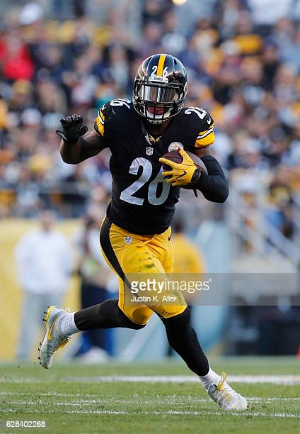 Le'Veon Bell of the Pittsburgh Steelers in action against the New England Patriots at Heinz Field on October 23 2016 in Pittsburgh Pennsylvania