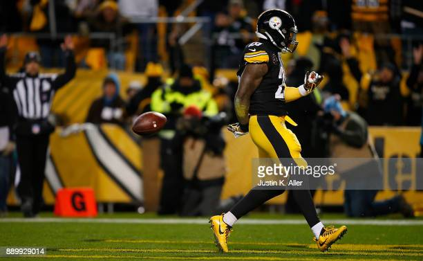 Le'Veon Bell of the Pittsburgh Steelers reacts after a 20 yard touchdown reception in the first quarter during the game against the Baltimore Ravens...