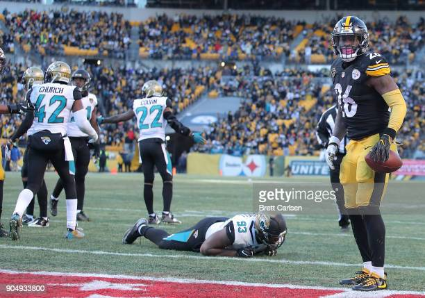 Le'Veon Bell of the Pittsburgh Steelers reacts after rushing for an 8 yard touchdown in the fourth quarter during the AFC Divisional Playoff game at...