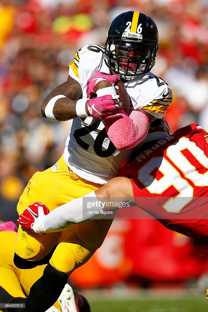 Le'Veon Bell #26 of the Pittsburgh Steelers runs through a tackle attempt Josh Mauga #90 of the Kansas City Chiefs at Arrowhead Stadium during the fourth quarter of the game on October 25, 2015 in Kansas City, Missouri.