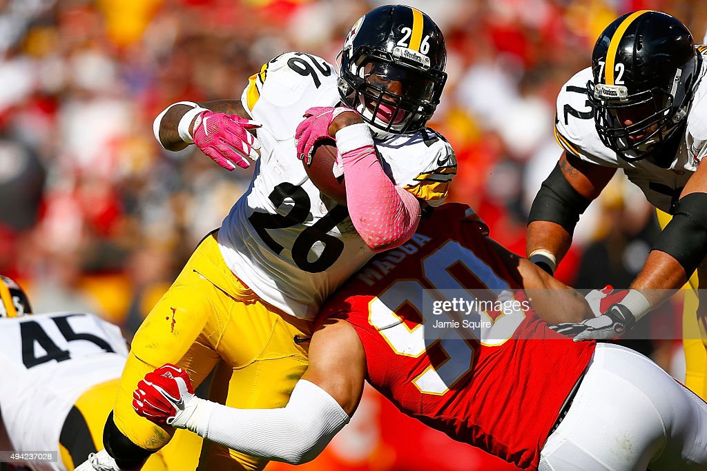 Le'Veon Bell #26 of the Pittsburgh Steelers runs through the tackle attempt Josh Mauga #90 of the Kansas City Chiefs at Arrowhead Stadium during the fourth quarter of the game on October 25, 2015 in Kansas City, Missouri.