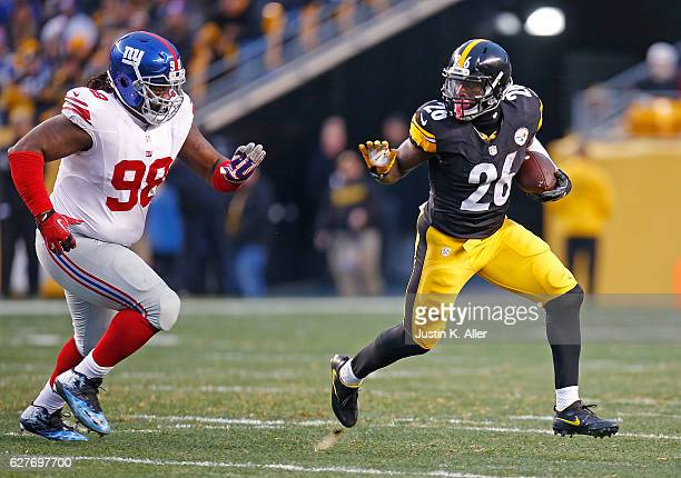 Le'Veon Bell of the Pittsburgh Steelers rushes against Damon Harrison of the New York Giants in the first quarter during the game at Heinz Field on...