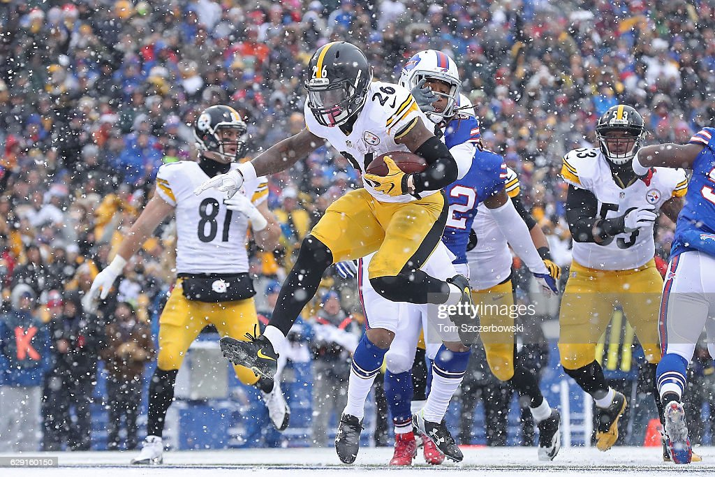 Le'Veon Bell #26 of the Pittsburgh Steelers scores a touchdown against the Buffalo Bills during the first half at New Era Field on December 11, 2016 in Orchard Park, New York.