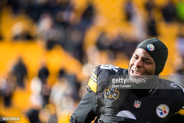 Le'Veon Bell of the Pittsburgh Steelers warms up before the AFC Divisional Playoff game against the Jacksonville Jaguars at Heinz Field on January 14...