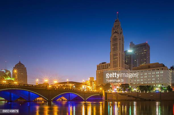leveque tower at night - columbus ohio stock pictures, royalty-free photos & images