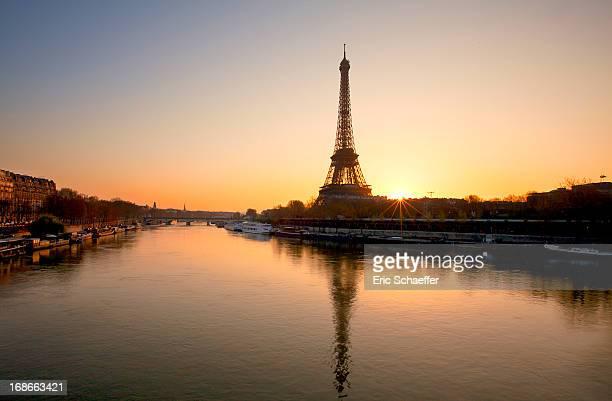 lever de soleil parisien - fluss seine stock-fotos und bilder