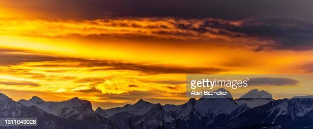 lever de soleil - alain bachellier photos et images de collection