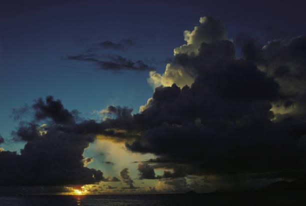 Lever/coucher de soleil sur la mer aux Seyces Pictures   Getty ... on