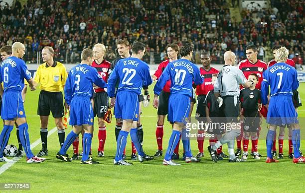 LEAGUE 02/03 Leverkusen BAYER 04 LEVERKUSEN MANCHESTER UNITED 12 BEGRUESSUNG vor dem Spiel