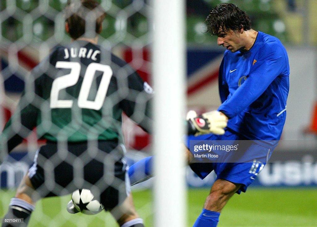 LEAGUE 02/03, Leverkusen; BAYER 04 LEVERKUSEN - MANCHESTER UNITED; TORWART Frank JURIC/LEVERKUSEN, TOR zum 0:1 Ruud VAN