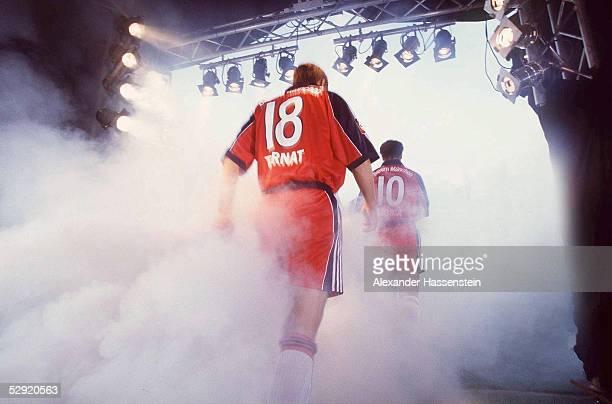 FINALE Leverkusen HERTHA BSC BERLIN FC BAYERN MUENCHEN 15 EINLAUF BAYERN