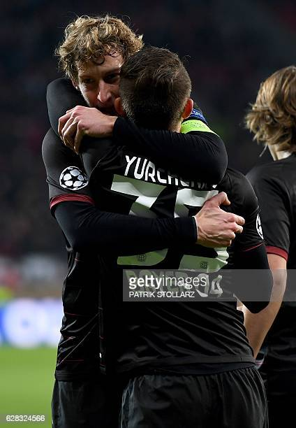 Leverkusen's forward Stefan Kiessling and Leverkusen's Ukrainian midfielder Vladlen Yurchenko celebrate during the UEFA Champions League group E...