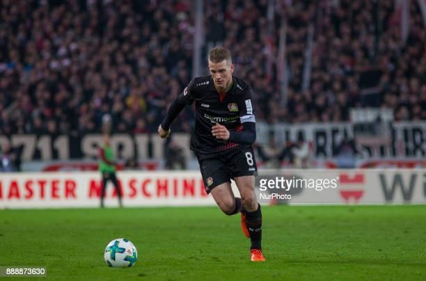 Leverkusens Lars Bender initiates a counter during the Bundesliga match between VfB Stuttgart and Bayer 04 Leverkusen at MercedesBenz Arena on...