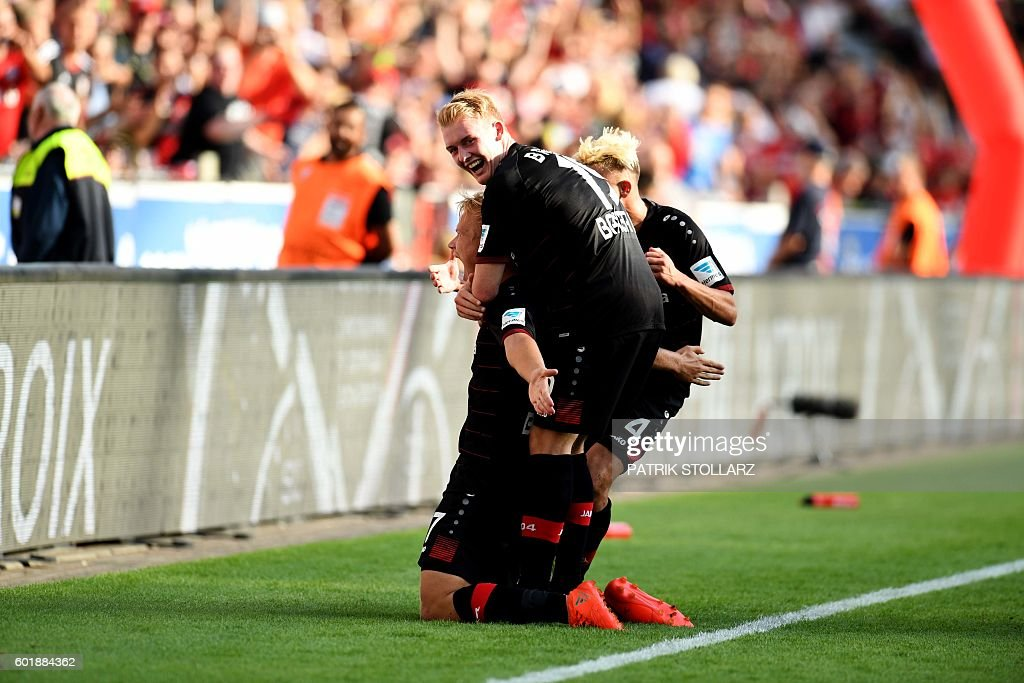 Leverkusen's midfielder Joel Pohjanpalo and his teammates celebrate after his goal during German first division Bundesliga football match between Bayer 04 Leverkusen and Hamburger SV in the Bay Arena in Leverkusen, western Germany on September 10, 2016. / AFP / PATRIK