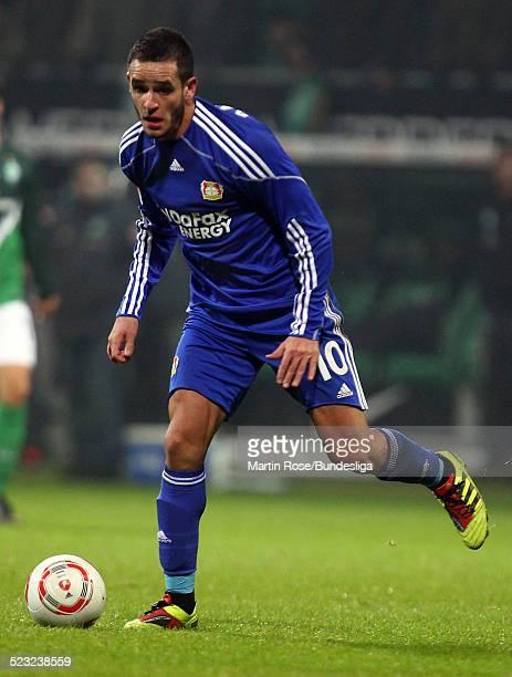 Leverkusen's Renato Augusto laeuft mit dem Ball waehrend des Bundesligaspiels zwischen SV Werder Bremen Bayer Leverkusen im Weser Stadion am...