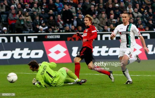 Leverkusen's Stefan Kiessling scores the 0:1 goal against Christofer Heimeroth of Gladbach as his team mate Filip Daems looks on during the...