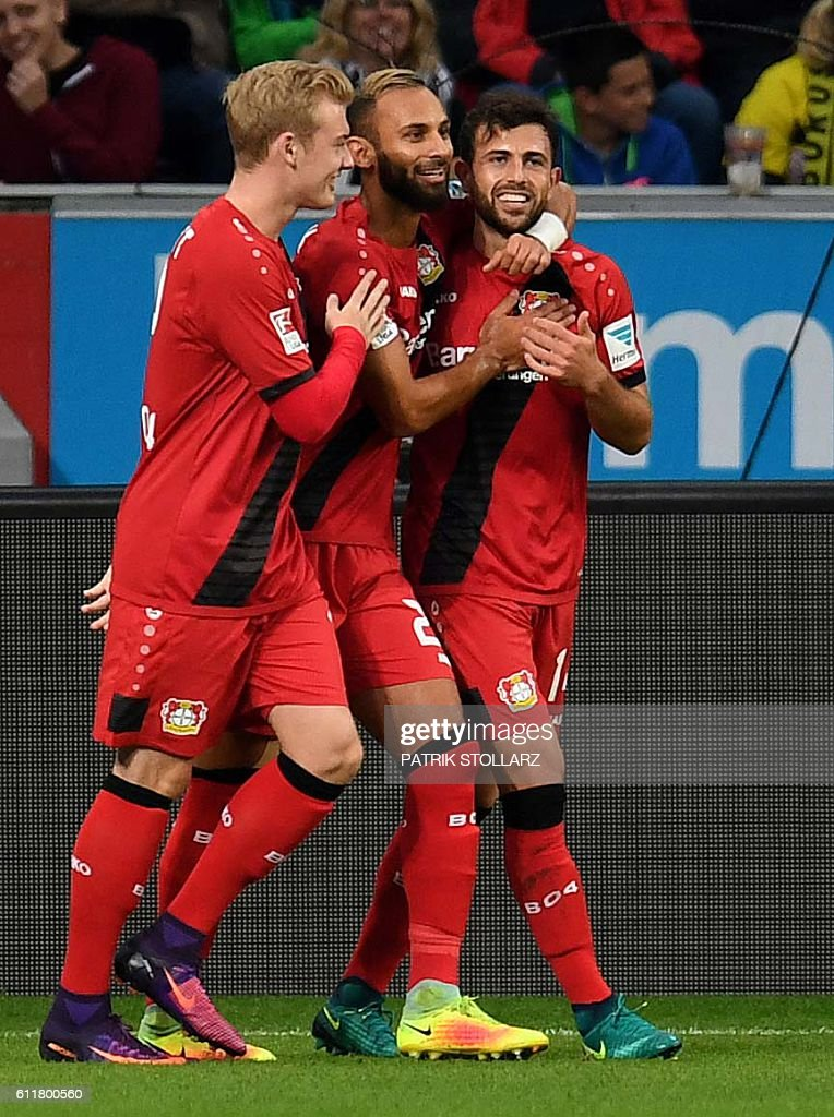 Leverkusen's Swiss forward Admir Mehmedi (R) and his teammates celebrate after scoring during the German first division Bundesliga football match between Bayer 04 Leverkusen and BVB Borussia Dortmund in the Bay Arena in Leverkusen, western Germany on October 1, 2016. / AFP / PATRIK