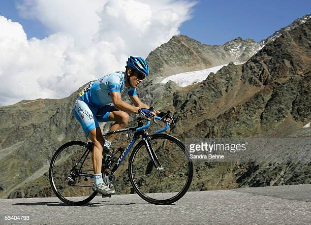 Levi Leipheimer of the USA and Team Gerolsteiner enroute to the finish line during the third stage of the Deutschland Tour on August 18, 2005 from...