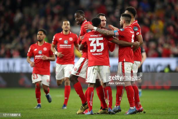 Levin Oztunali of 1.FSV Mainz 05 celebrates scoring the first goal with team mates during the Bundesliga match between 1. FSV Mainz 05 and Fortuna...