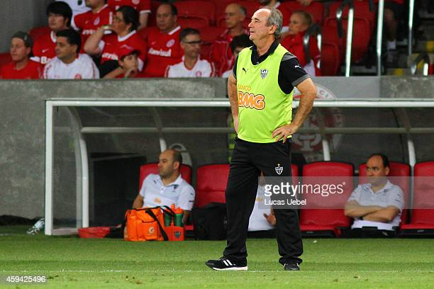 Levir Culpi coach of AtleticoMG during the match between Internacional and AtleticoMG as part of Brasileirao Series A 2014 at Estadio BeiraRio on...