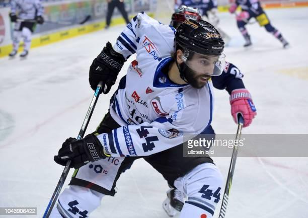 Levko KoperEisbaeren Berlin vs Straubing Tigers Eishockey DEL Saison 2017/2018 in der Mercedes Benz Arena Berlin Deutschland