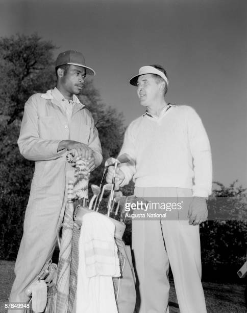 Lew Worsham talks with his caddie during the 1952 Masters Tournament at Augusta National Golf Club on April 1952 in Augusta Georgia