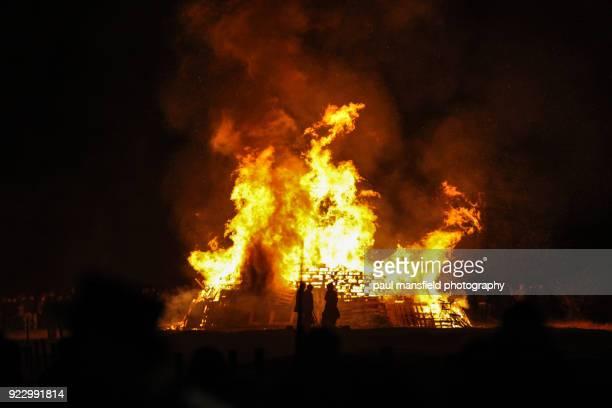 lewes bonfire night - villa asentamiento humano fotografías e imágenes de stock