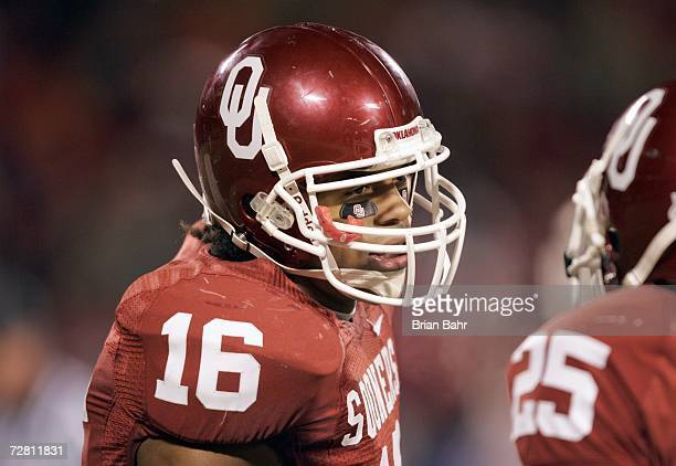 Lewis Baker of the Oklahoma Sooners talks on the field against the Nebraska Cornhuskers during the 2006 Dr Pepper Big 12 Championship on December 2...