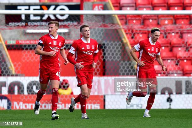 Lewis Ferguson of Aberdeen celebrates with teammates after scoring his team's third goal from a penalty during the Ladbrokes Scottish Premiership...