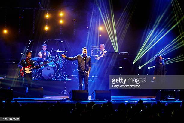 Lewis Gordon Dougie Vipond Ricky Ross James Prime and Lorraine McIntosh of Deacon Blue perform on stage at Sheffield City Hall on December 8 2014 in...