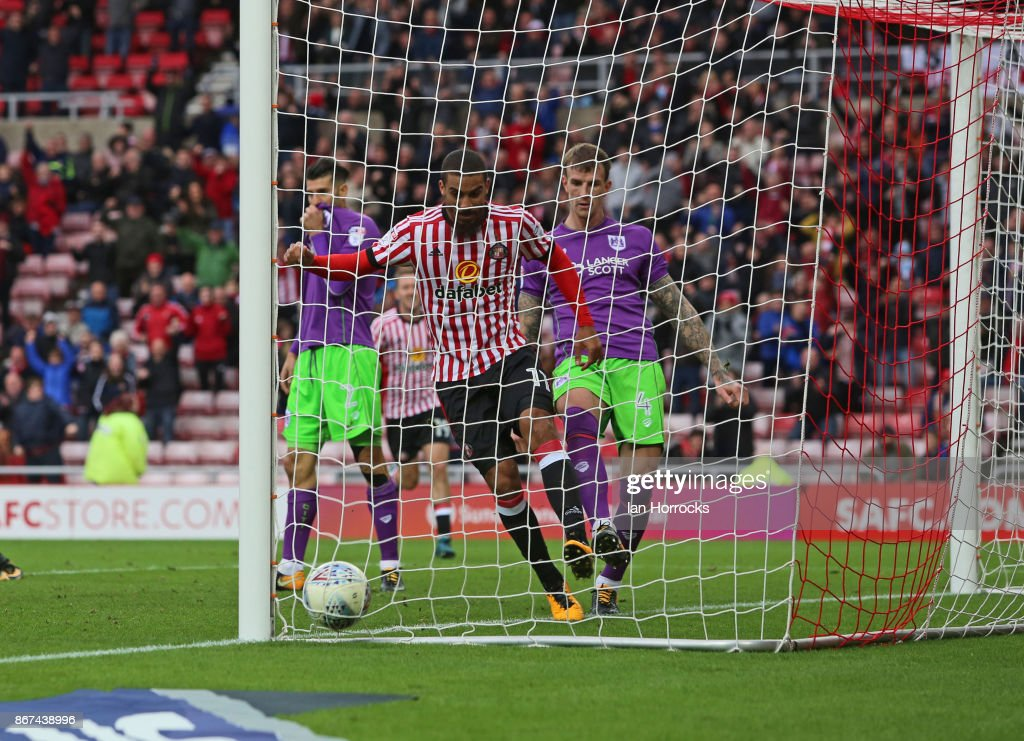 Lewis Grabbam scores the first Sunderland goal during the Sky Bet Championship match between Sunderland and Bristol City at Stadium of Light on October 28, 2017 in Sunderland, England.