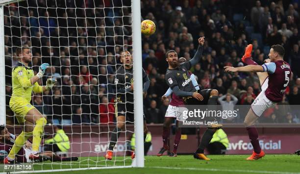 Lewis Grabban of Sunderland scores a goal during the Sky Bet Championship match between Aston Villa and Sunderland at Villa Park on November 21 2017...