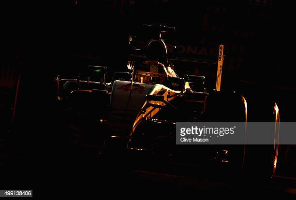 Lewis Hamilton of Great Britain and Mercedes GP drives during the Abu Dhabi Formula One Grand Prix at Yas Marina Circuit on November 29 2015 in Abu...