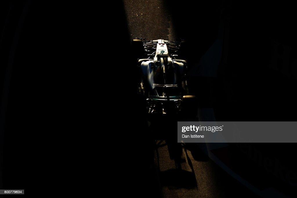 Lewis Hamilton of Great Britain drives the (44) Mercedes AMG Petronas F1 Team Mercedes F1 WO8 during the Azerbaijan Formula One Grand Prix at Baku City Circuit on June 25, 2017 in Baku, Azerbaijan.