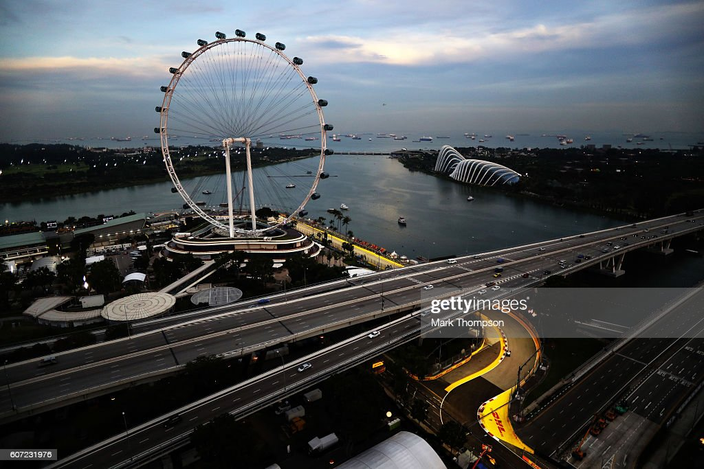 Lewis Hamilton of Great Britain driving the (44) Mercedes AMG Petronas F1 Team Mercedes F1 WO7 Mercedes PU106C Hybrid turbo on track during final practice for the Formula One Grand Prix of Singapore at Marina Bay Street Circuit on September 17, 2016 in Singapore.