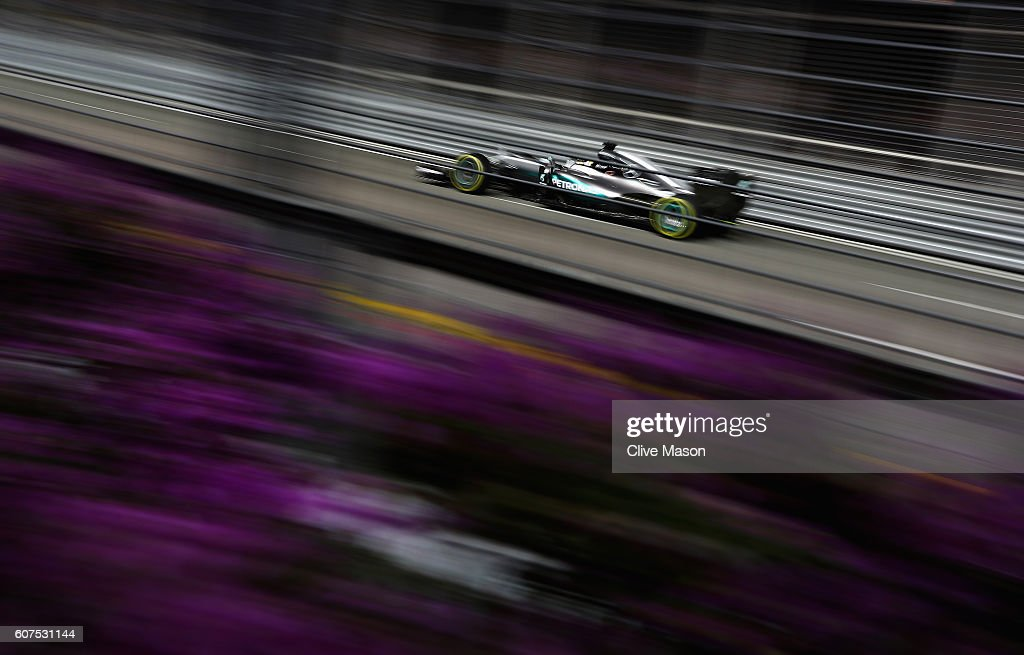 Lewis Hamilton of Great Britain driving the (44) Mercedes AMG Petronas F1 Team Mercedes F1 WO7 Mercedes PU106C Hybrid turbo on track during the Formula One Grand Prix of Singapore at Marina Bay Street Circuit on September 18, 2016 in Singapore.