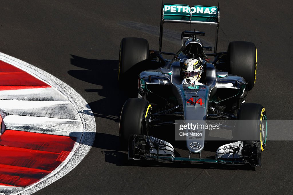 Lewis Hamilton of Great Britain driving the (44) Mercedes AMG Petronas F1 Team Mercedes F1 WO7 Mercedes PU106C Hybrid turbo on track during final practice for the Formula One Grand Prix of Mexico at Autodromo Hermanos Rodriguez on October 29, 2016 in Mexico City, Mexico.