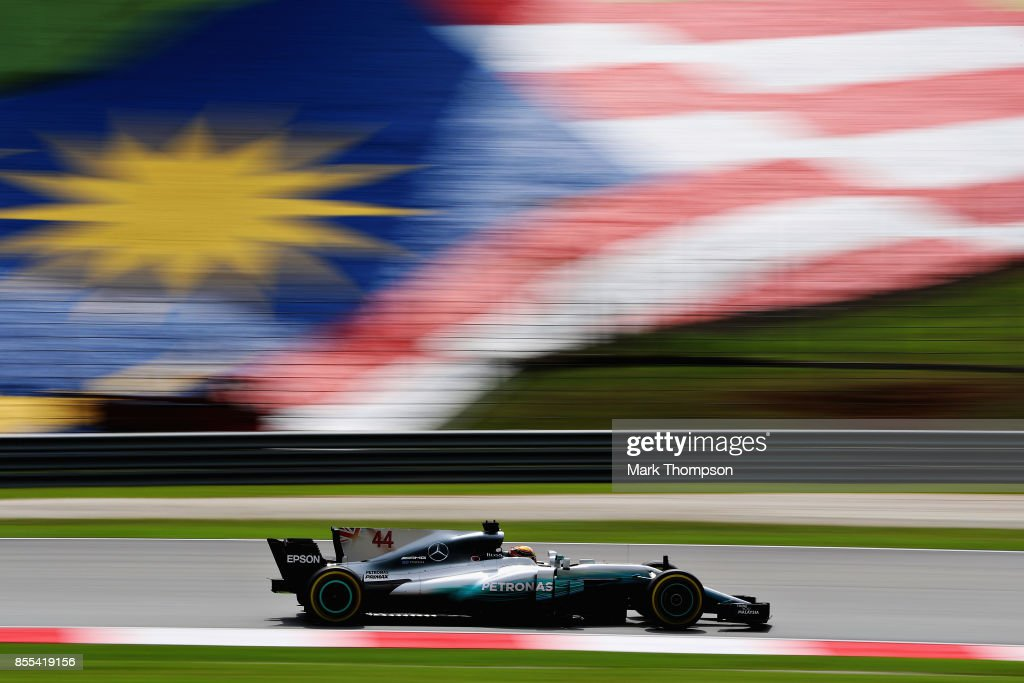 Lewis Hamilton of Great Britain driving the (44) Mercedes AMG Petronas F1 Team Mercedes F1 WO8 on track during practice for the Malaysia Formula One Grand Prix at Sepang Circuit on September 29, 2017 in Kuala Lumpur, Malaysia.