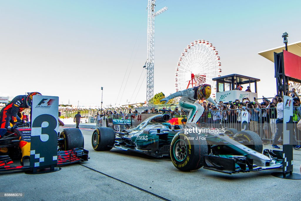 Lewis Hamilton of Mercedes and Great Britain during the Formula One Grand Prix of Japan at Suzuka Circuit on October 8, 2017 in Suzuka.