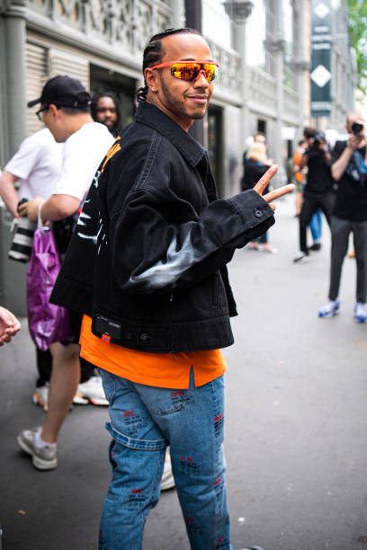 FRA: Street Style : Paris Fashion Week - Menswear Spring/Summer 2020 : Day Two